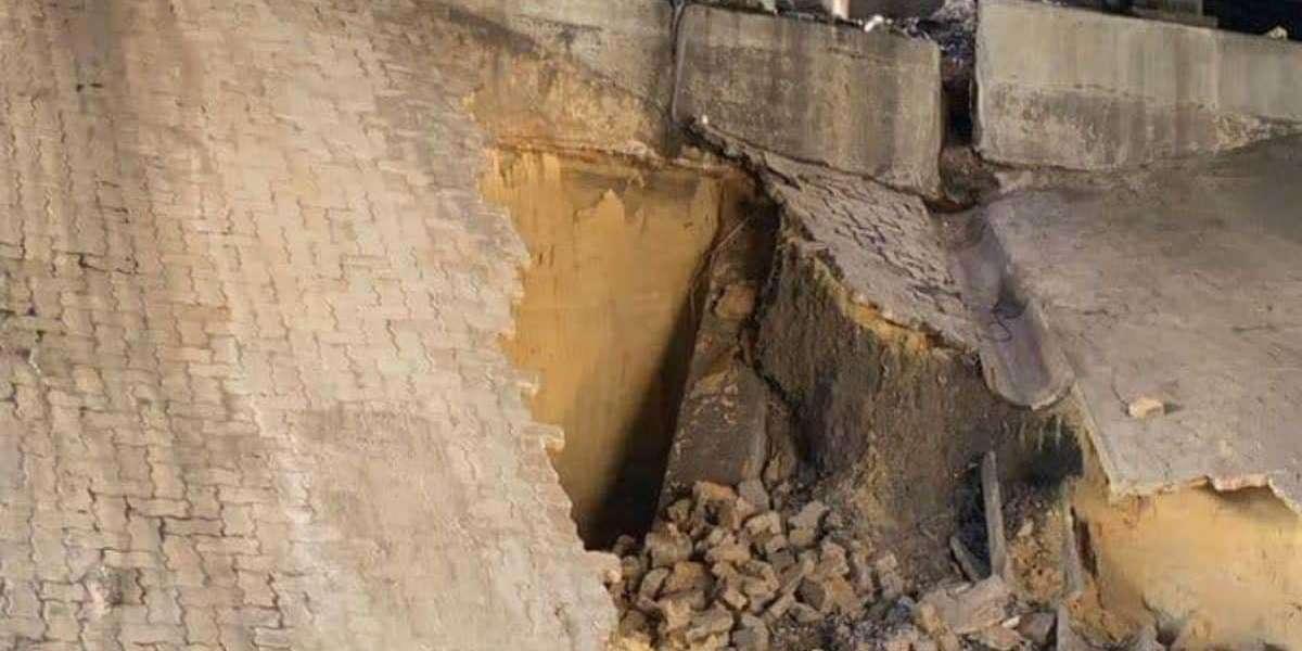 Part of M1 South bridge collapses