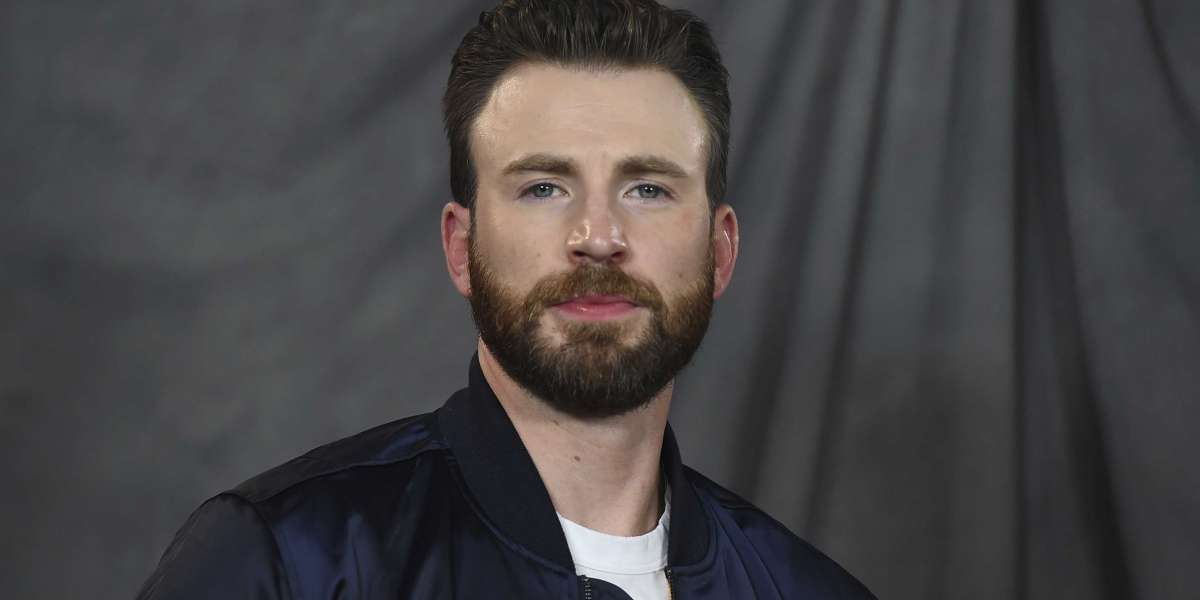 Captain America Actor Chris Evans accidentally shares **** pic from phone's camera roll