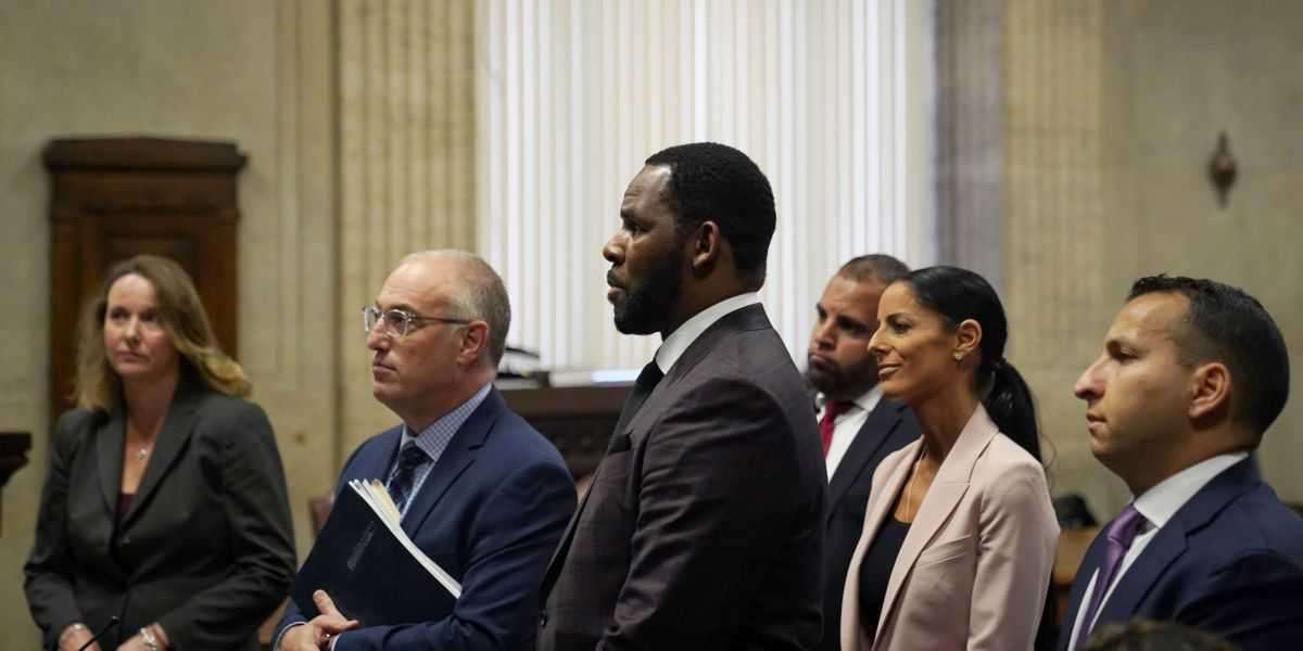 R. Kelly's Lawyers Claim Evidence Is Being Withheld